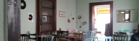 Café Orange: Mintgrünes Retro-Wohnzimmer